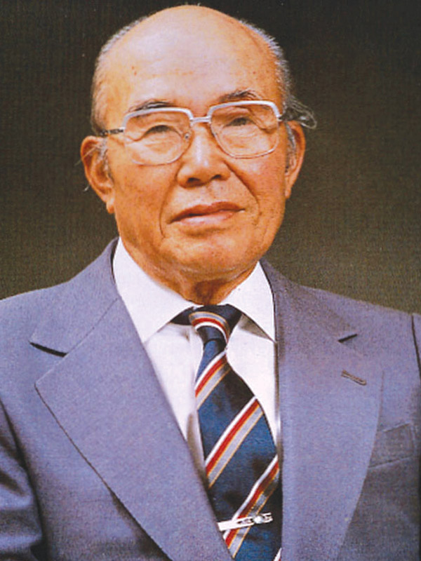 a case study soichiro honda Japanese engineer, mechanic, and automobile enthusiast soichiro honda began his career mass-producing parts for toyota however, he soon decided to branch out with his own business, so he created the honda technical research institute nearly 70 years ago in 1946.