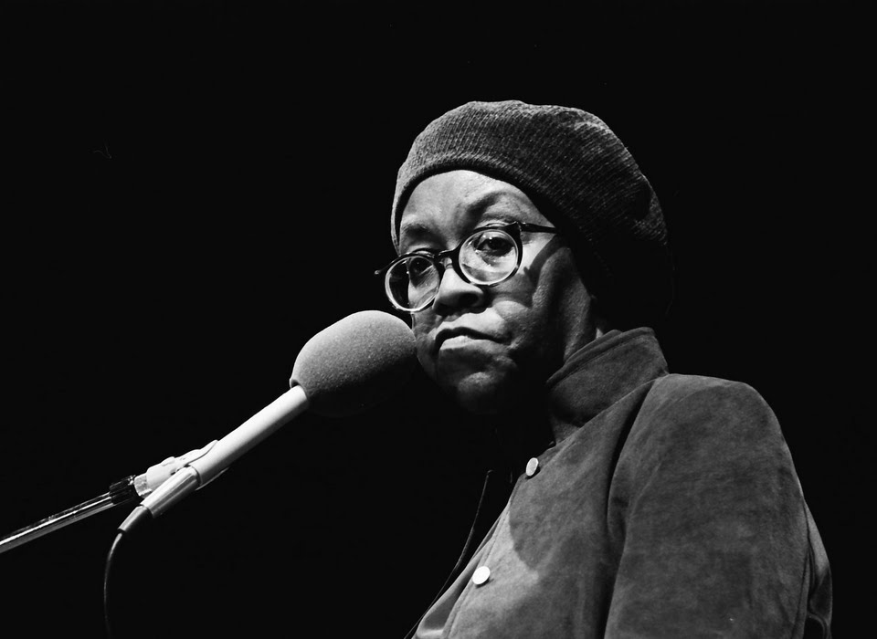 an analysis of racism in the works of gwendolyn brooks Gwendolyn brooks grew up in chicago in a poor yet stable and loving family her father was a janitor who had hoped to become a doctor her mother a teacher and classically trained pianist.