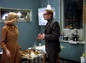 - Ну, поёте вы действительно прекрасно, а вот готовить вы не умеете. Вот это не рыба, не заливная рыба, это стрихнин какой-то! - Вы же меня хвалили! - Я врал! Я вру…