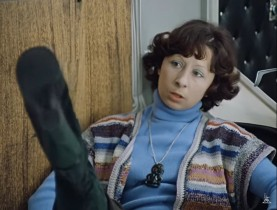 - Вы купили новые сапоги, Вера? - Да вот, ещё не решила, Людмила Прокофьевна... Вам нравятся? - Очень вызывающие, я бы такие не взяла. А на вашем месте интересовалась бы сапогами не во время работы, а после неё! - Значит, хорошие сапоги, надо брать.
