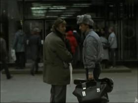 - Товарищ, там человек говорит, что он инопланетянин, надо что-то делать. - Звони в ноль-три.
