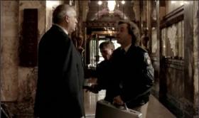 — Вы администратор отеля? — Да. — Крепитесь, они хотят тут всё взорвать. У них 30 кг тротила. Мы побежали за сапёрами.