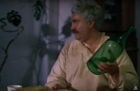 — Петруха! — Я не п-пью… — Правильно! Я вот тоже сейчас это допью и брошу… Пей!