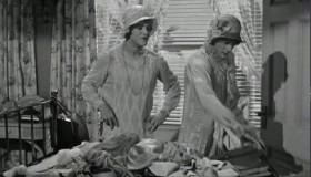 Эти гангстеры нас застрелят, полиция найдёт два женских трупа, нас отвезут в женский морг, и, когда нас там разденут, я умру со стыда!