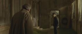 - Гарри, постойте, уже смеркается! Я не могу позволить вам бродить в такое время возле замка одному! - В таком случае - присоединяйтесь, сэр!