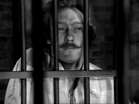 — Тебя ждет тюрьма. — Чудесное место… Здесь рядом со мной Овидий, Сервантес — мы будем перестукиваться.
