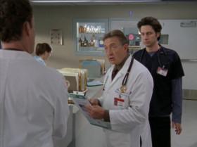 - Думаешь, я стал главврачом, потому что опаздывал?  - Не-ет, Бобо, потому что одним ты лизал задницу, а других бил исподтишка.  - Возможно я так и делал, но начинал я это делать ровно в восемь.