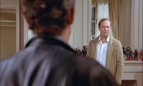 - Зачем тебе пистолет, Жосс? - Затем, что мне придется пройти три метра к тебе спиной.