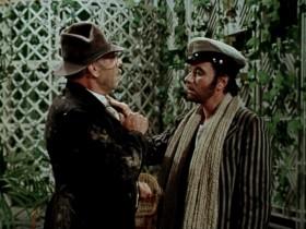 — Никогда, никогда ещё Воробьянинов не протягивал руки! — Ах, Вы не протягивали руки?! — Не протягивал! — Так протянете ноги, старый идиот!
