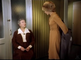 — Мама, почему ты сидишь в коридоре? — Сторожу преступника. А он меня песнями развлекает.