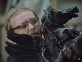 — Поставьте лошадь! Что вы! Она же тяжёлая. Что вы в неё вцепились?! — Я с ней сроднился.