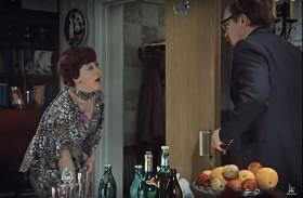 """— Снимайте платье! Живо, снимайте! А-а-а! Нет, нет. Не сейчас, не здесь. — Что же вы говорите """"снимайте""""?"""