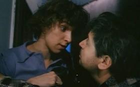 — Надеюсь, непоправимого не стряслось? — Стряслось. — Тебя лишили невинности? — Паспорт свиснули. — Стасик, нас не обесчестили.