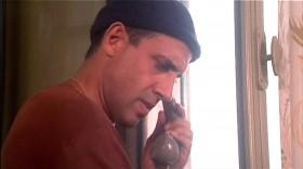 - Элиа, ты пользуешься телефоном? - Да. - И даже не спрашиваешь у меня разрешение? - Нет. - Ну что ж, звони...
