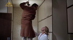 - Другие мужья меняют лампочки каждый день. Это полезно... Работа руками расслабляет.  - Ладно... Можно получить удар током, если не знаешь - что делаешь, а я не знаю. Когда мне было двадцать два года, я думал, что нужно закрывать все розетки в комнате, иначе электричество вытечет...