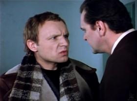 - Ну хорошо, предположим, вы не помните, как попали в самолёт. Но как вы вышли оттуда, вы должны были помнить?! - Да! Помнить должен… но я не помню…
