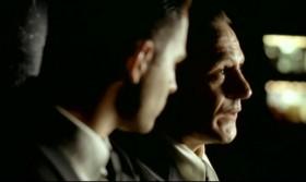 - Короче... «У вас разные яйца», - говорит ему доктор. - «Яйца! Деревянное и железное». - Угу. - Мужик непонимающе смотрит на доктора, а тот замялся и не знает, что сказать. Потом говорит мужику: «Дети есть?» Тот ему: «Да, двое. Пиноккио - три года, а Терминатору - семь». - Это что, всё? - Да, чёрт возьми! - А кто Пунокио? - Пиноккио! Это марионетка, из деревяшки, а Терминатор - железный! - Соль не понял... - Слушать надо лучше!  - Нормально я слушал! - Нет, не нормально! Тебе каждый анекдот по три раза гоню, а ты не въезжаешь! - Да чего въезжать в эту лажу? Терминатор! Терминатор - машина, он из металла. Так...  Но почему ребёнок - марионетка?