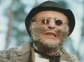 [Кот Базилио, перепиливая Карабасу бороду, прилипшую к дереву] Не беспокоит?