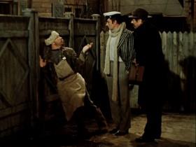 А! Пролетарий умственного труда! Работник метлы! Это конгениально! Ваш дворник - большой пошляк. Разве можно так напиваться на рубль?