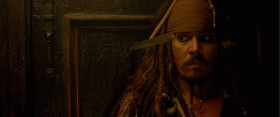 Я забежал сказать - мы вот-вот захватим корабль. Ничего личного! [<em>из-за двери каюты Анжелика ругается и пробивает дверь лезвием сабли</em>] Знаешь, ты главное только не нервничай!