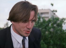 - Шеф! Шеф! Взяли Кроликова! Только что по телевизору сказали - в ЗАГСе хотел жениться на американке! - Аналогичный случай был с Мотей Сопливым - изнасиловал швейцарку.