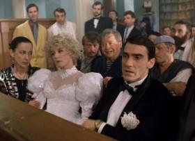 - Какая свадьба сорвалась, а? А где костюмчики-то взяли? В Большом Театре напрокат? А? Аферюги. А кто же у нас тесть-то, а, Кроликов? Какой-нибудь миллионер? - Я Шниперсон. И тесть у меня - сенатор.
