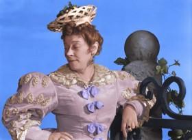 Марианна, не реви, король - вдовец, я и тебя пристрою.