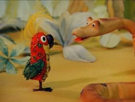 - Я могу измерить твой рост в попугаях... - А как это? - Очень просто! Сколько попугаев в тебе поместится - такой у тебя рост! - Очень надо... Я не стану глотать столько попугаев! - А зачем же глотать? Во–первых, глотать никого не надо, а во–вторых, и одного попугая хватит - меня! - Ну если глотать не надо, тогда - меряй в попугаях! - Раз, два, левой, правой, дважды два - очень просто измеряются удавы - пятью пять - любого роста... Твой рост - тридцать восемь попугаев и ещё одно попугайское крылышко! Ну крылышко можно не считать... - Прекрасно! Это просто прекрасно! Ура!