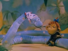 - А воспитание - это что? - Это... Ну вот если я дам тебе банан, вот что ты с ним сделаешь? - Съем!... Ну сначала я скажу спасибо, а потом - съем! - Хорошо воспитанная мартышка сначала предложит банан товарищу! - А вдруг он возьмёт!? - Нет, ну действительно!? - Непременно возьмёт! - Нет, воспитанной быть неинтересно!