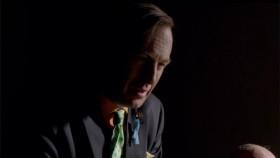 - Господа, мы хотим обсудить незаконное преследование моего клиента. Мистер  Эрмантраут стал объектом жестокой, безжалостной и несанкционированной слежки ОБН. <...> Все мы знаем, что вы круглые сутки пасёте моего клиента. Бедняга и пары минут не может погулять с любимой внучкой, чтобы вы не затрясли кусты, подглядывая из своих биноклей. И это его беспокоит. И ему уже стало хуже в физическом и психическом планах.  - А по мне, здоров как бык. - Ну, не все раны видны снаружи.