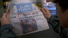 - «Через два часа после ареста Мартина МакФлая-младшего допросили и приговорили к пятнадцати годам тюрьмы». Через два часа?! - Теперь без адвокатов правосудие работает оперативно.