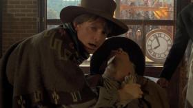 - Давай, выходи, сынок. Я поставил на тебя двадцать долларов, не подведи меня.  - Я поставил тридцать против тебя. Так что не подведи!