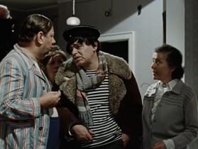Мыться?! Не дворяне. Мыться на кухне будете… Ну, а на 1 Мая, под Новый Год — пожалуйте в баньку, ежели приспичит, конечно…