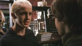 Знаменитый Гарри Поттер, не успел зайти в лавку и тут же попал в газету.