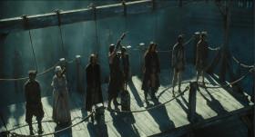 Весёлый мертвец - пастырь чёрных овец, Собрал он вольный сброд, И вдаль погнал их по волнам, Ветер вольных вод.  Йо-хо, чёрт нас Ждал у адских врат Назло, прочь от песни, Что поёт пират.  Йо-хо, громче черти, Что ж нам Дьявол не рад, Словно гром голос песни, С ней хоть в Рай, хоть в Ад!