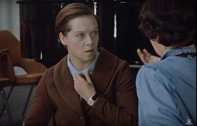 - Колоссальное значение сейчас приобретают брови. Вот вы меня извините, Людмила Прокофьевна, раз уж у нас такой разговор. Вот, например, ваши брови. - А что мои брови? - Ведь это же неприлично!