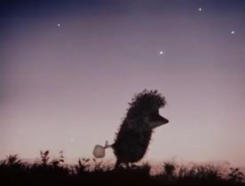 По вечерам Ёжик ходил к Медвежонку в гости считать звёзды. Они усаживались на брёвнышке и, прихлёбывая чай, смотрели на звёздное небо. Оно висело над крышей - прямо за печной трубой. Справа от трубы были звёзды Медвежонка, а слева - Ёжика…