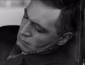 Он решил, что должен поспать хотя бы полчаса. Иначе он не доедет до Берлина. Полчаса. Прошло десять минут. Он спал глубоко и спокойно, но ровно через двадцать минут он проснётся. Это тоже одна из привычек, выработанная годами.