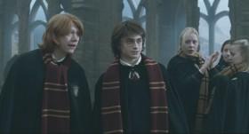- Чёрт возьми, Гарри, ты убиваешь драконов! Если уж ты не можешь пригласить девчонок... - Знаешь, убивать драконов проще.