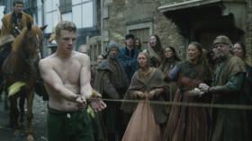 - Вот он враг Англии - самозванец, выдающий себя за Йорка! Это он принес беды Англии! - Плюйте в него, бросайте камни! - Из-за него вы воевали и теряли родных! Из-за него несли бремя налогов!  - Я не виню вас, люди Лондона. Я не виню сестру, она защищает своих сыновей. Моя сестра истинная королева, я не хотел бы отнимать у нее корону. Мать спрятала меня, когда пришли солдаты, ты была зла на меня, поэтому не попрощалась. Ты всегда думала, что мать любит меня больше... Я скучал, Лиззи! Я бы хотел, чтобы ты поговорила со мной. Но я тебя прощаю.