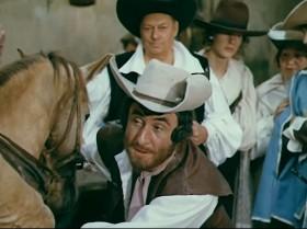 Моя лошадь стоит сто экю, но, видя как она вам приглянулась, я уступлю её вам за три экю и шляпа моя?!