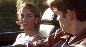 - Куда едете, Лаура? - Я? Я еду искать идеального любовника. - Какой интересный маршрут! - А вы там были? - Пожалуй, нет. - Я тоже. Зато как весело добираться! - А как вы узнаете, что приехали?