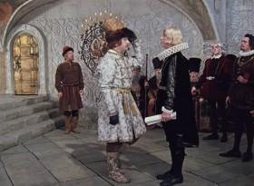 Передай твой король мой пламенный привет!