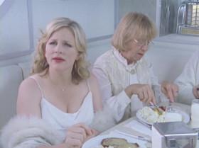 - Рай это закусочная? - Заказывай что хочешь. - Я бы съел блинчиков. - Их здесь не делают. - В раю нет блинчиков?! Блинчики - порождение зла?