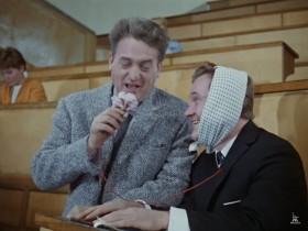 Профессор, конечно, лопух, но аппаратура при нёммм, при нёммм! Как слышно?