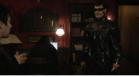 - Нельзя наряжаться Блэйдом, он охотник на вампиров!  - Та, но вампиры любят Уэсли Снайпс!  - Это бестактно!